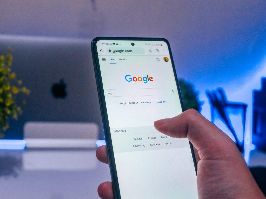 Google lancia lo scorrimento continuo da mobile: addio SERP divise in pagine?